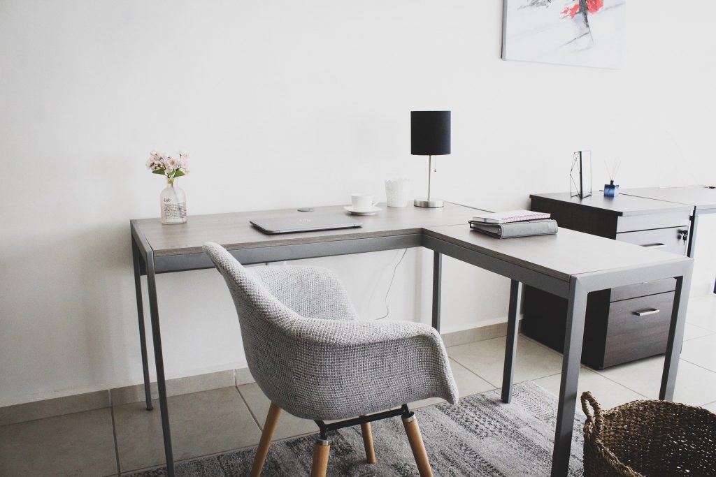 An online consultant's workplace